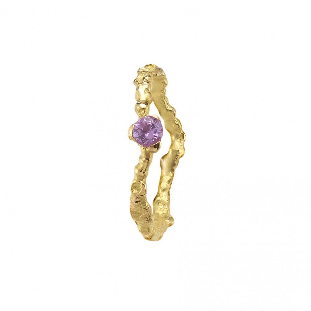 Anais Rheiner engagement ring yellow gold and purple saphire